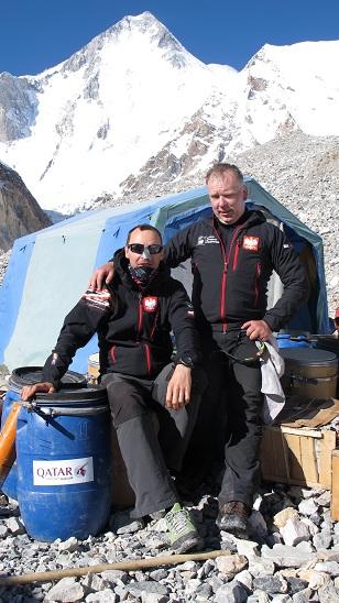 Marcin Kaczkan i Artur Hajzer w obozie przed akcją górską