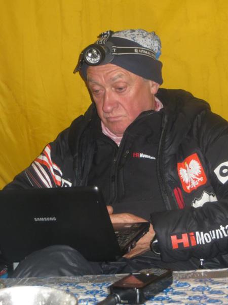 Krzysztof Wielicki w bazie (fot. Polski Himalaizm Zimowy)