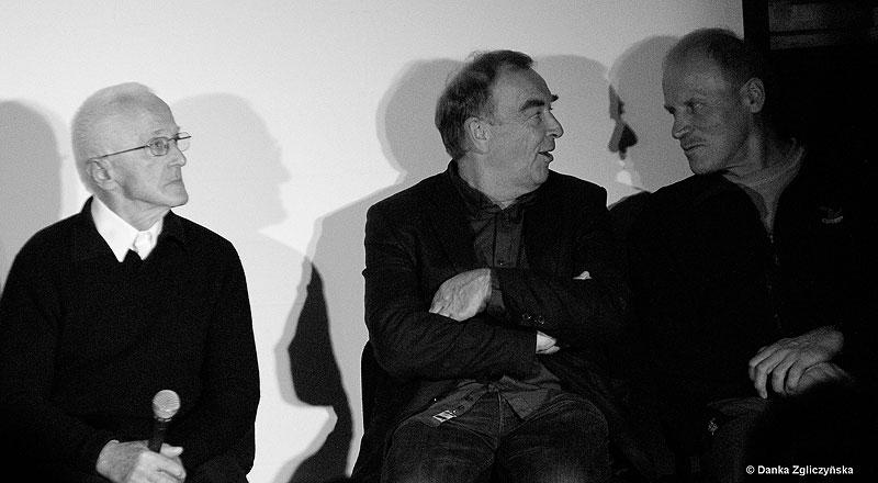 Spotkanie pamięci Maćka Berbeki. Od lewej: Arkadiusz Walosz, Maciej Wojak, Maciej Pawlikowski. Poniżej Lech Korniszewski i Anna Czerwińska (fot. Danka Zgliczyńska)