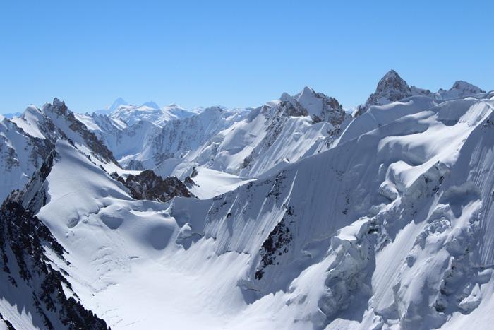 Rejon doliny Ghidims Dur - w tle widoczny K2 j Broad Peak (z prawej) (fot. Anita Parys)