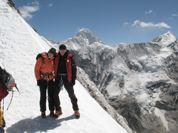 Iza i Artur na Island Peaku, w tle Makalu, 2008 rok (fot. arch. Iza Hajzer)