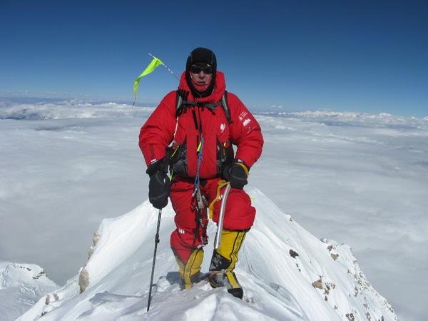 Artur Hajzer na szczycie Makalu, rok 2011 (fot. Adam Bielecki)