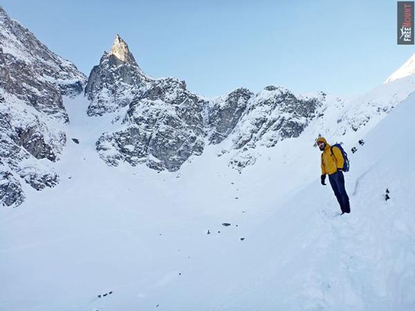 Syntetyczne alternatywy dla puchu lepiej sprawdzą się podczas zimowej wspinaczki (fot. Artur Małek/FreeMount)