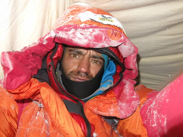 Zima 2012-2013. Daniele Nardi w obozie II (6000 m) na Żebrze Mummery'ego. (fot. danielenardi.org)