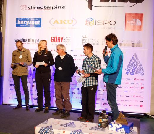 Gala 11. KFG – od lewej stoją członkowie jury: Marcin Koszałka, Martyna Wojciechowska, Jerzy Surdel oraz prowadzący galę Adam Pustelnik i Piotr Turkot (fot. Wojtek Lembryk / KFG)