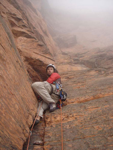 "Mark podczas wytyczania drogi ""Cutting the Line"" na Mt. Roraima (fot. arch. Mark Synnott)"