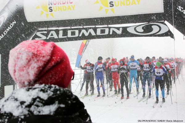 Tak wyglądała inauguracja czwartego sezonu Salomon Nordic Sunday. A jaka pogoda będzie na Polanie Jakuszyckiej podczas inauguracji nowego sezonu? Przekonamy się już 21 i 22 grudnia tego roku! (fot. Stacja Jakuszyce)