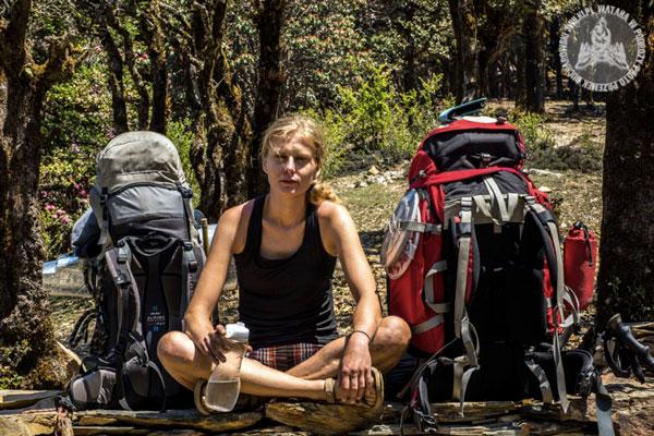Decydując się na trekking bez wsparcia zastanów się, co powinno znaleźć się w Twoim plecaku oprócz (aparatu fotograficznego i niezbędnych akcesoriów). Pamiętaj, że bezpieczeństwo Twoje i grupy jest najważniejsze. Nie dźwigaj ponad siły, zrezygnuj z najmniej potrzebnych rzeczy.