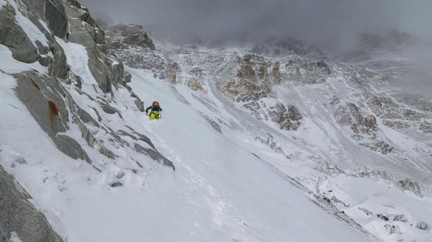 David Göttler w połowie drogi do obozu II, na wysokości ok. 5500 m (fot. Simone Moro)