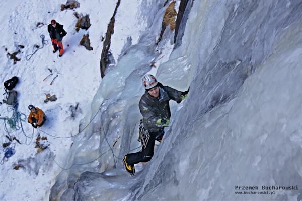 Fotografię ćwiczcie kiedy to tylko możliwe, czasami warto się zatrzymać w trakcie wspinaczki i sfotografować zespół działający obok (fot. Przemek Bucharowski)
