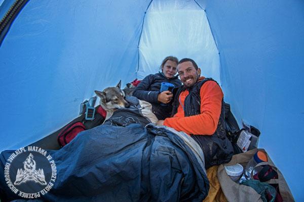 Pełen skład watahy podczas wyprawy po Himalajach (fot. 3 wilki.pl)