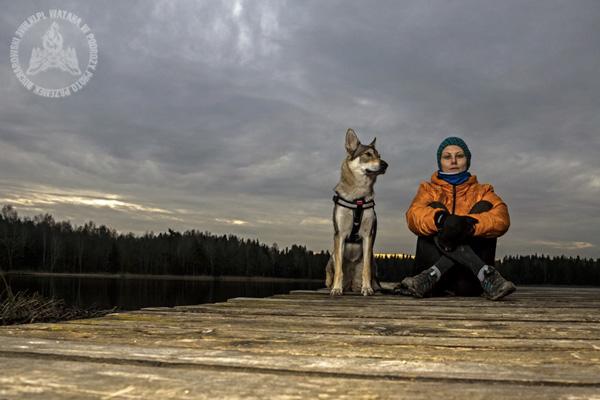 Złota godzina to dobry moment na fotografowanie portretów. Skorzystajcie z łagodnego i zrównoważonego światła (fot. Przemek Bucharowski)