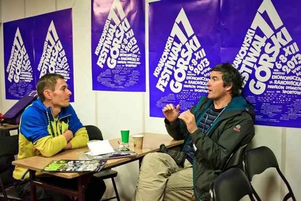 Adam Pustelnik i Mark Synnott na pogawędce w biurze prasowym 11. KFG (fot. Lesław Włodarczyk)