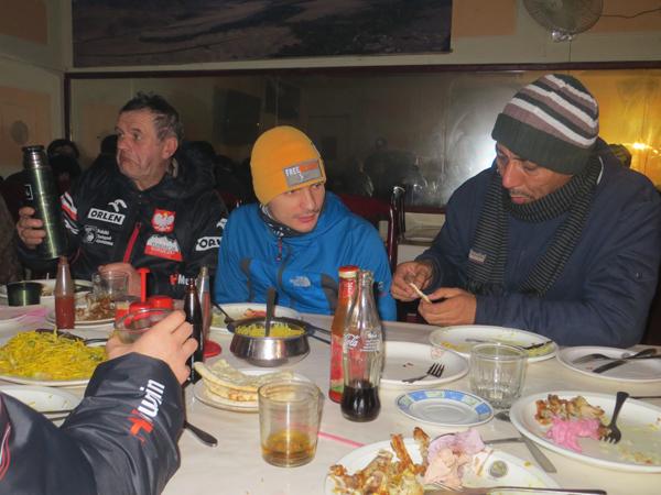 Przy posiłku (fot. Adam Bielecki)