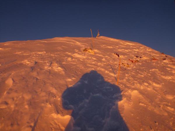 Artur na szczycie - słońce zachodzi (fot. Artur Małek)