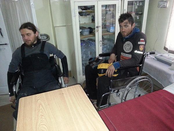Michał i Paweł u pierwszych lekarzy (fot. Jasmine Tours Pakistan)