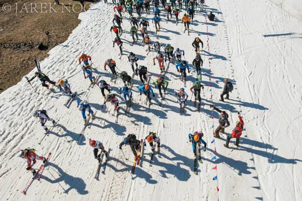 Zawodnicy na trasie IX Polar Sport Skitour im. Basi German (fot. Janek Noga)