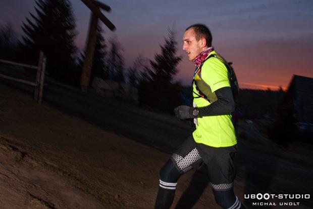 Bartosz Gorczyca wygrał Zimowy Ultramaraton Karkonoski im. Tomka Kowalskiego (fot. Michał Unolt/Uboot Studio)