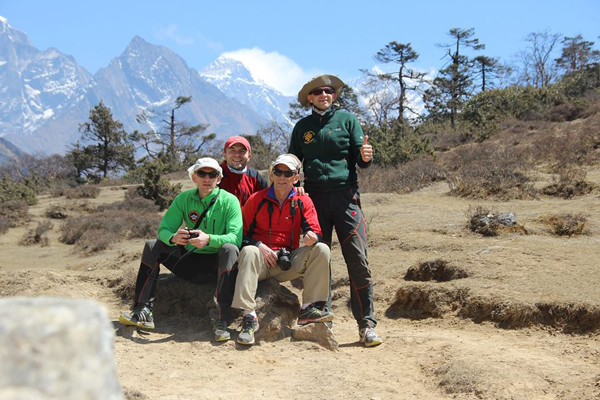 Wycieczka do punktu widokowego na 3840 m. W tle oczywiście Everest (fot. arch. Bogusław Margel)