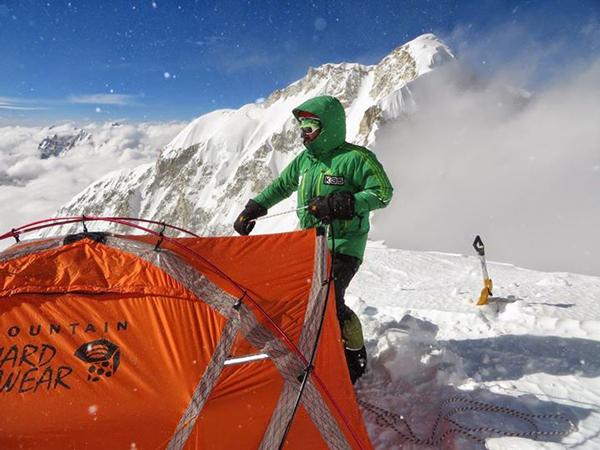 Alex stawia namiot w C3 - (fot. A. Bielecki)