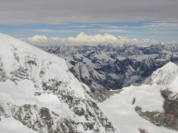 Widok z Kanczendzongi, z okolic C3 na Makalu, Lhotse i Everest (fot. Adam Bielecki)