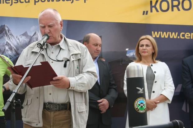 Janusz Kurczab odczytuje treść memorandum