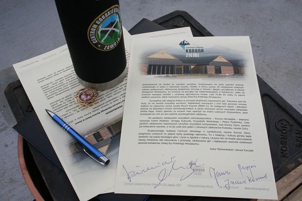 Memorandum z podpisami himalaistów
