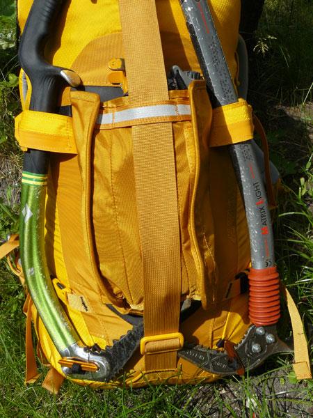 Plecak Alpinisto 35 marki Gregory z czekanami (fot. Outdoor Magazyn)