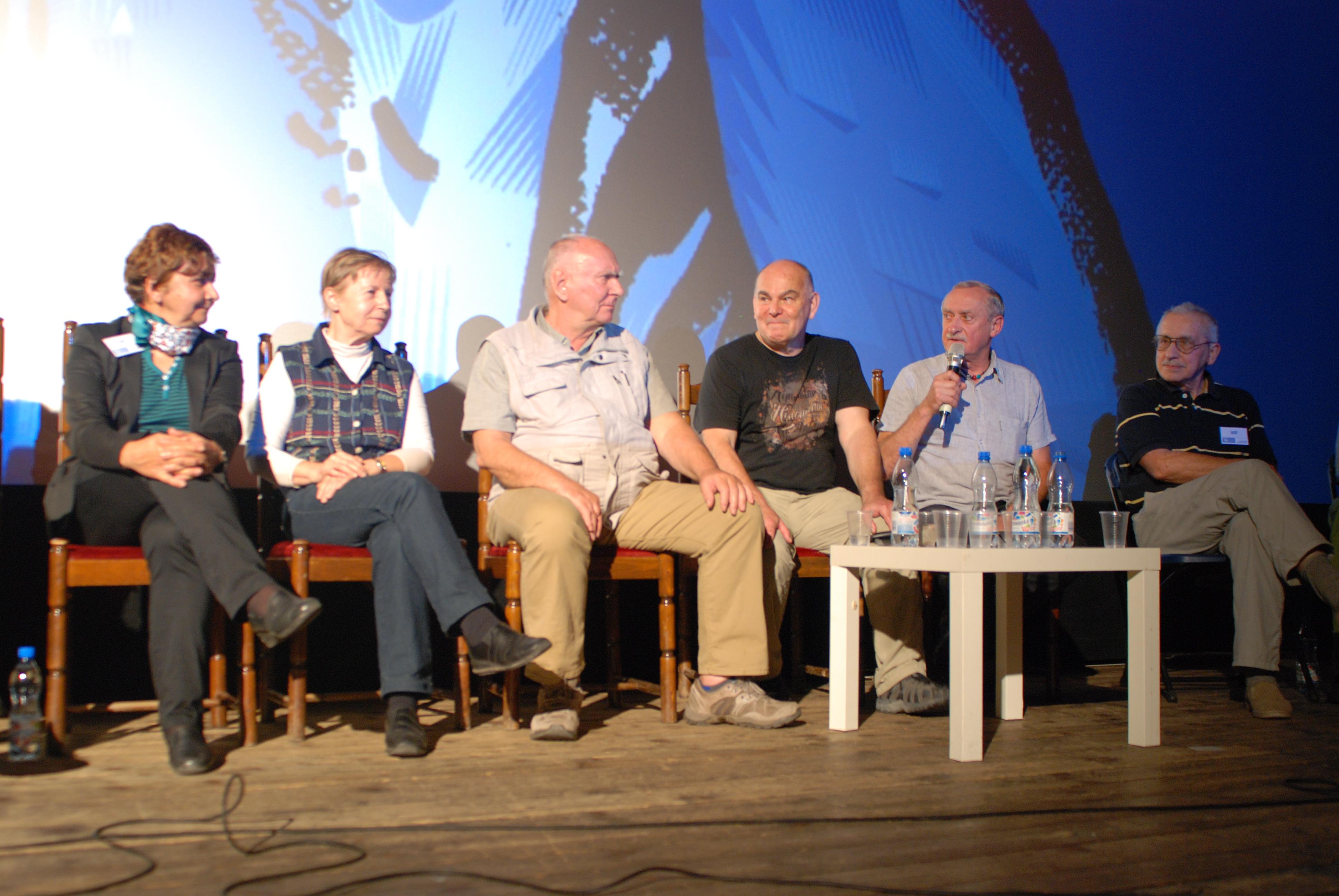 Od lewej: Anna Okopińska, Krystyna Palmowska, Janusz Kurczab, Janusz Majer, Krzysztof Wielicki, Wojciech (fot. Outdoor Magazyn)