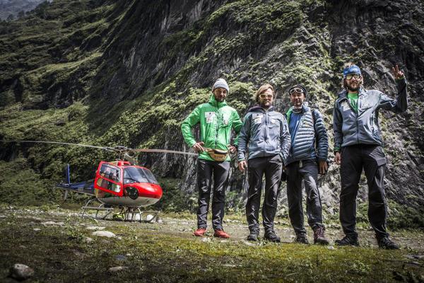 Ekipa wyprawy w komplecie, od lewej: Andrzej Bargiel, Grzegorz Bargiel, Darek Załuski i Marcin Kin (fot. arch. Marcin Kin)