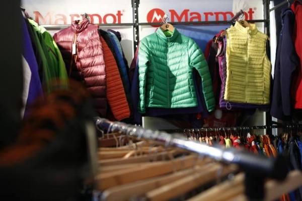 Kolorowe stoisko marki Marmot (fot. Wojciech Lembryk)