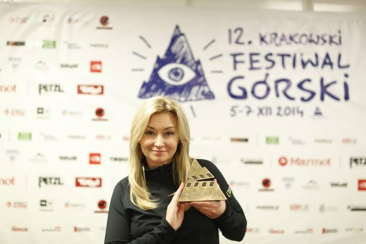 Martyna Wojciechowska i statuetka Grand Prix KFG 2014 (fot. Wojciech Lembryk)