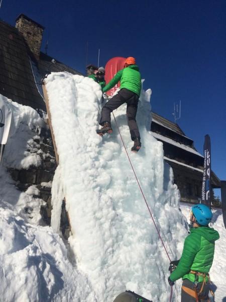 Wspinaczka na ścianie lodowej (fot. Wintercamp)