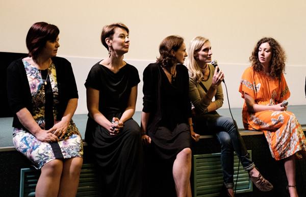 """Twórcy filmu """"K2. Dotknąć nieba"""" podczas premiery w Krakowie. Przy mikrofonie Eliza Kubarska (fot. Aleksander Ostrowski)"""