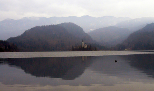 Zamek w miasteczku Bled o wschodzie słońca (fot. Outdoor Magazyn)