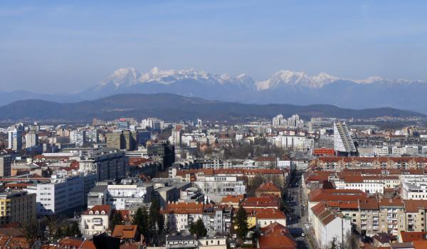 Widok na Alpy z Lublany, stolicy Słowenii (fot. Outdoor Magazyn)