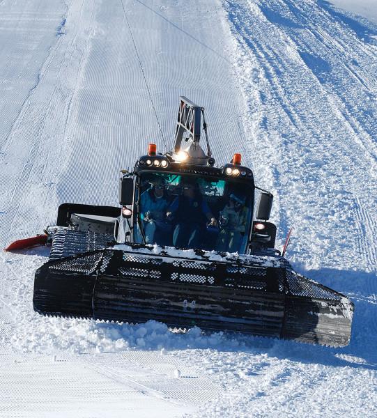 Mayrnhofen stawia na śnieg - w akcji jeden z 20 ratraków pracujących w tym ośrodku (fot. outdoormagazyn.pl)