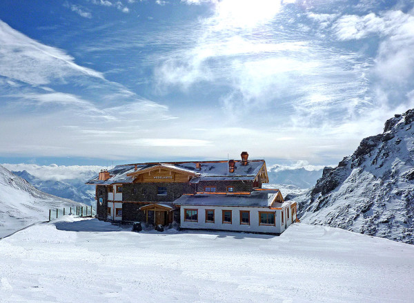 Wedelhutte w pełnej górskiej krasie (fot. Zillertal.at)