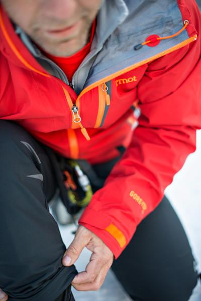 Poszczególne elementy z każdej warstwy odzieży dobieramy w zależności od pory roku i intensywności planowanej aktywności (fot. Marmot)