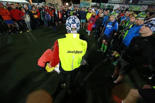 W biegu Rzeźnika Ultra 100 wzięło udział 132 osoby; na Rzeźnika Ultra 140 aż 284! Ostatnie słowo Jacka Gardenera tuż przed startem