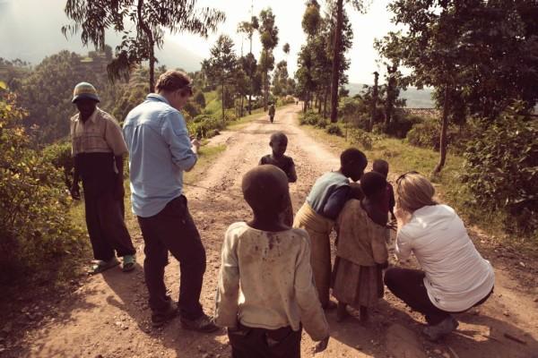 Ubrania marki Craghoppers w technologii NosiLife są noszone przez pracowników Fundacji Dian Fossey w Centrum Badań Karisoke w Rwandzie (fot. Craghoppers)