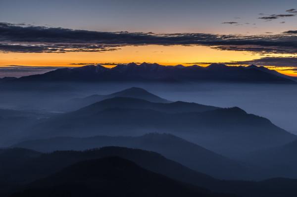 """Wielki Chocz. """"Niebieska godzina"""" przed wschodem słońca. 10 sek, f/16, 50 mm, ISO 80, statyw"""