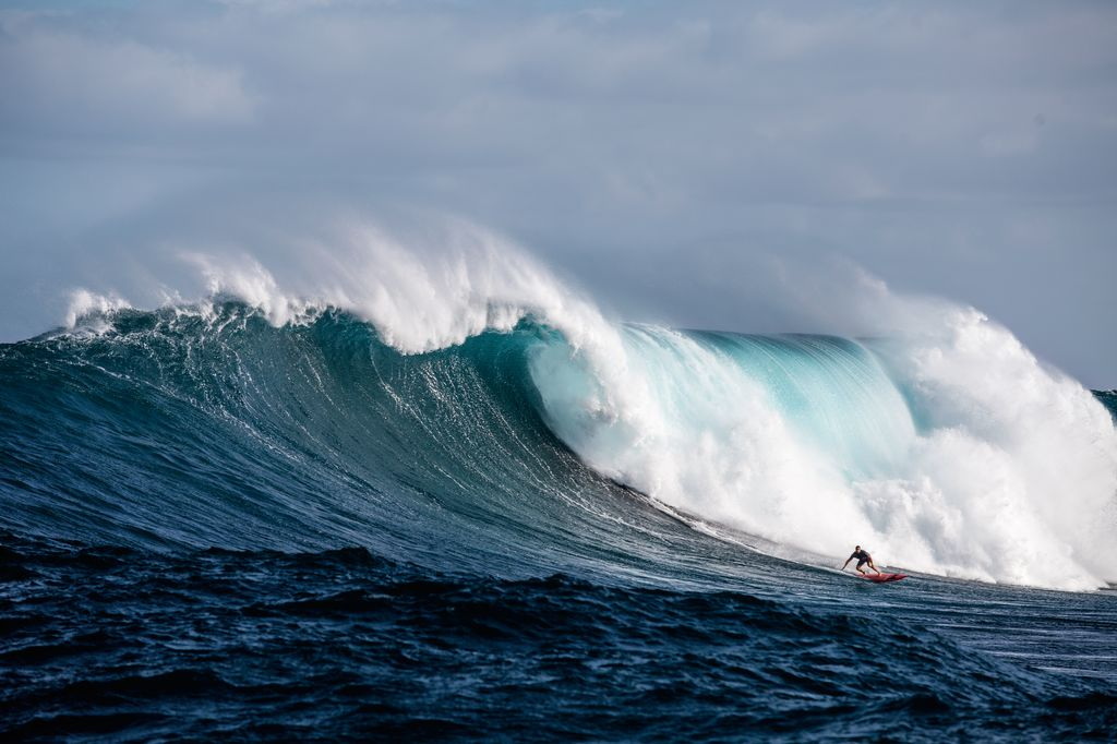 F15_Photo rights expire March 1, 2017: Big Ben Wilkinson turning into a huge deepwater bomb. Peahi (Jaws), Hawaii.