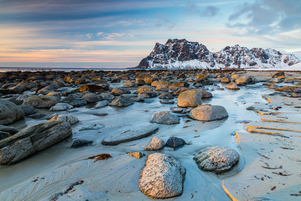 Plaża Utakleiv, Vestvågøy, Lofoty, Norwegia (fot. Mikołaj Gospodarek / gospodarek.pl)
