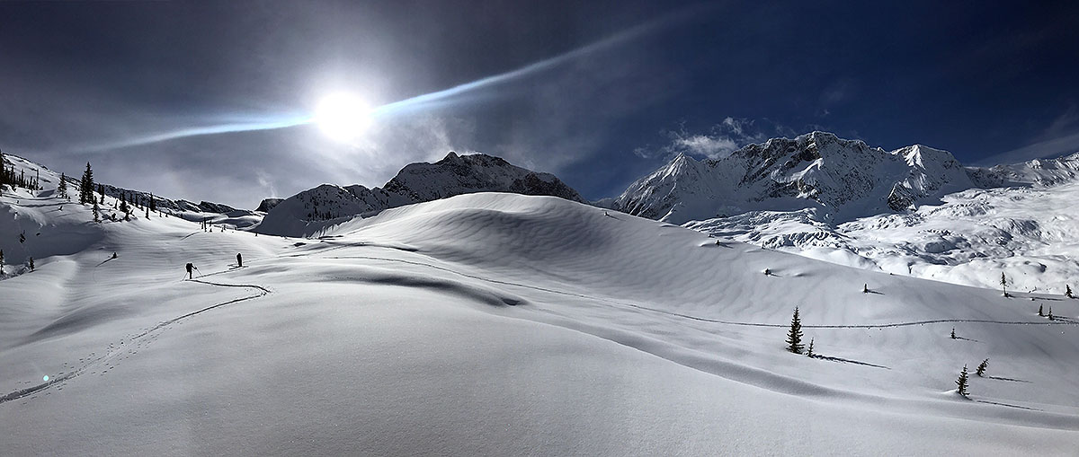 Rejon Roger Pass i nasza pierwsza wycieczka skitourowa (fot. Adam Michalik)