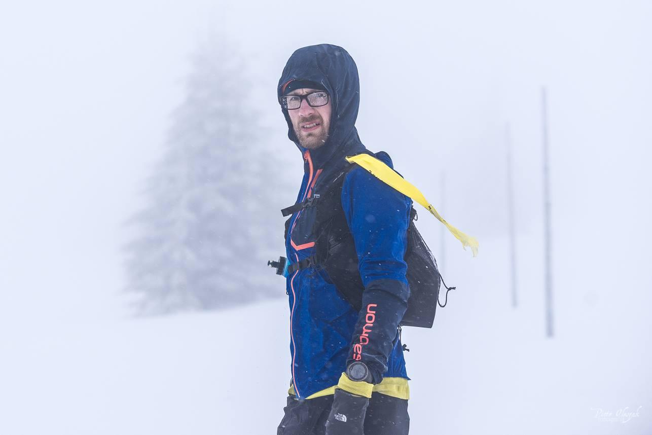 Test kurtki podczas Zimowego Ultramaratonu Karkonoskiego (fot. Piotr Oleszak)