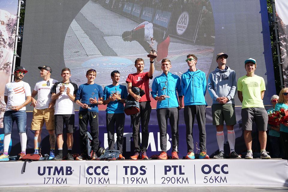 François D'Haene odbiera swoje trzecie trofeum po wygranej w UTMB (fot. Ultra Trail du Mont Blanc - UTMB®)