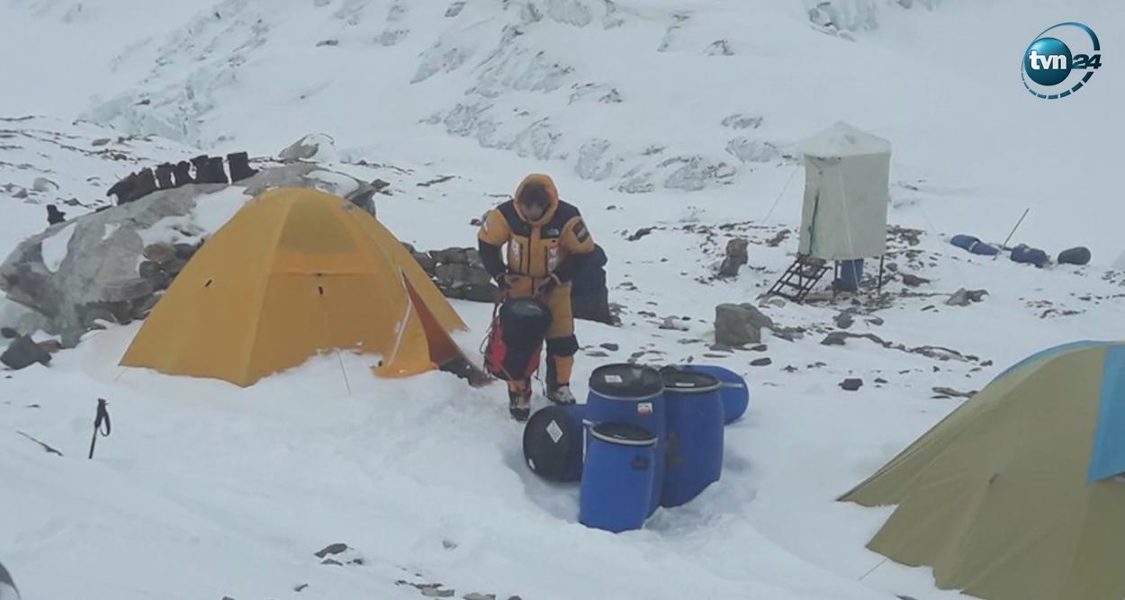 Denis Urubko w bazie pod K2 po powrocie z samotnego ataku