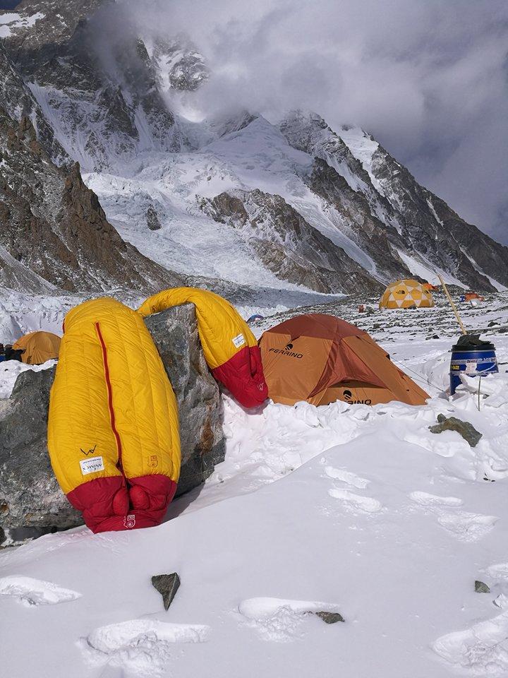 Zimowa, narodowa wyprawa na K2 -kombinezon marki Małachowski (fot. Artur Małek)