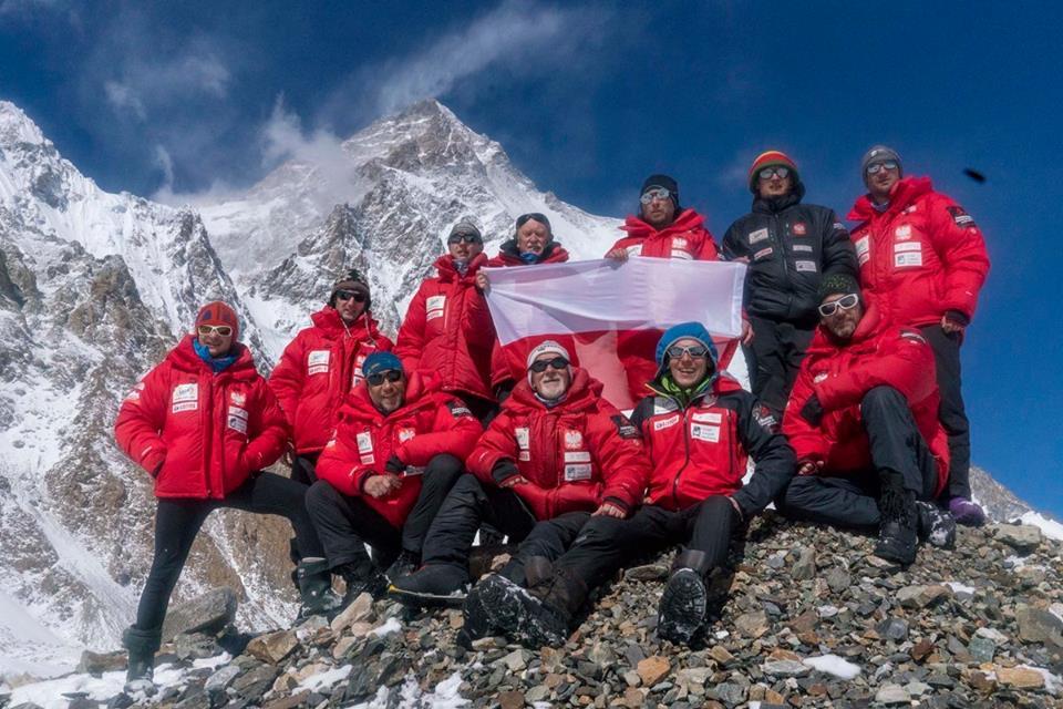 Uszczuplony zespół himalaistów przesyła pozdrowienia spod K2, które nadal pozostaje zimowym marzeniem (fot. PHZ - profil FB, 6 marca 2018)